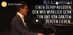 """Bodo Wartke- Liveauftritt mit dem Song """"Das falsche Pferd"""" (""""... was, wenn doch?"""")"""